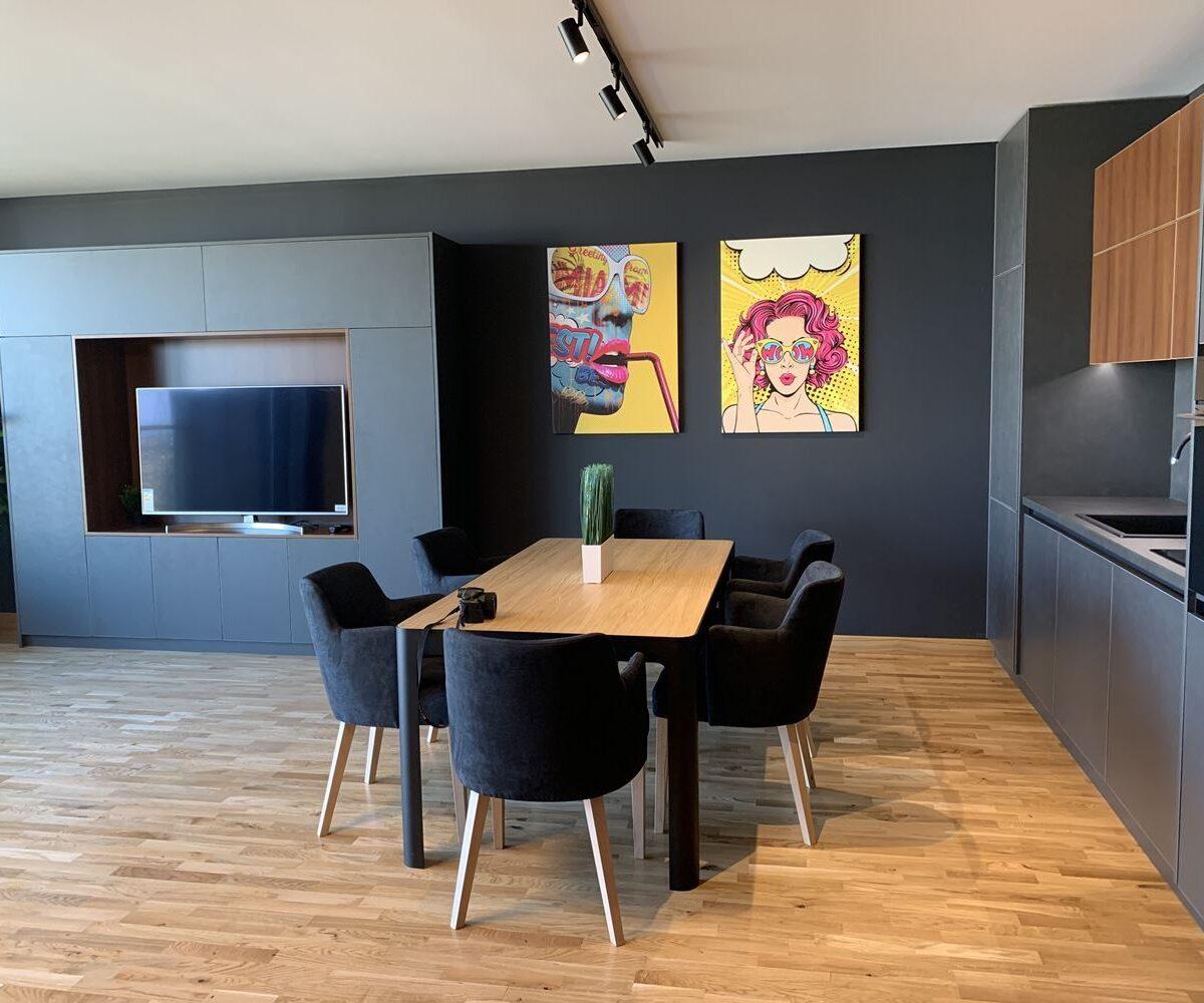Модерен тристаен апартамент под наем в нова сграда на бул.България