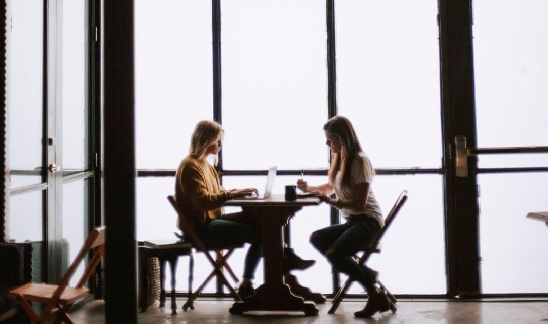 """Продажба и наем на недвижими имоти - Услуга от начало до край - Първа стъпка """"Среща с клиент"""" в неформална обстановка, кафене"""