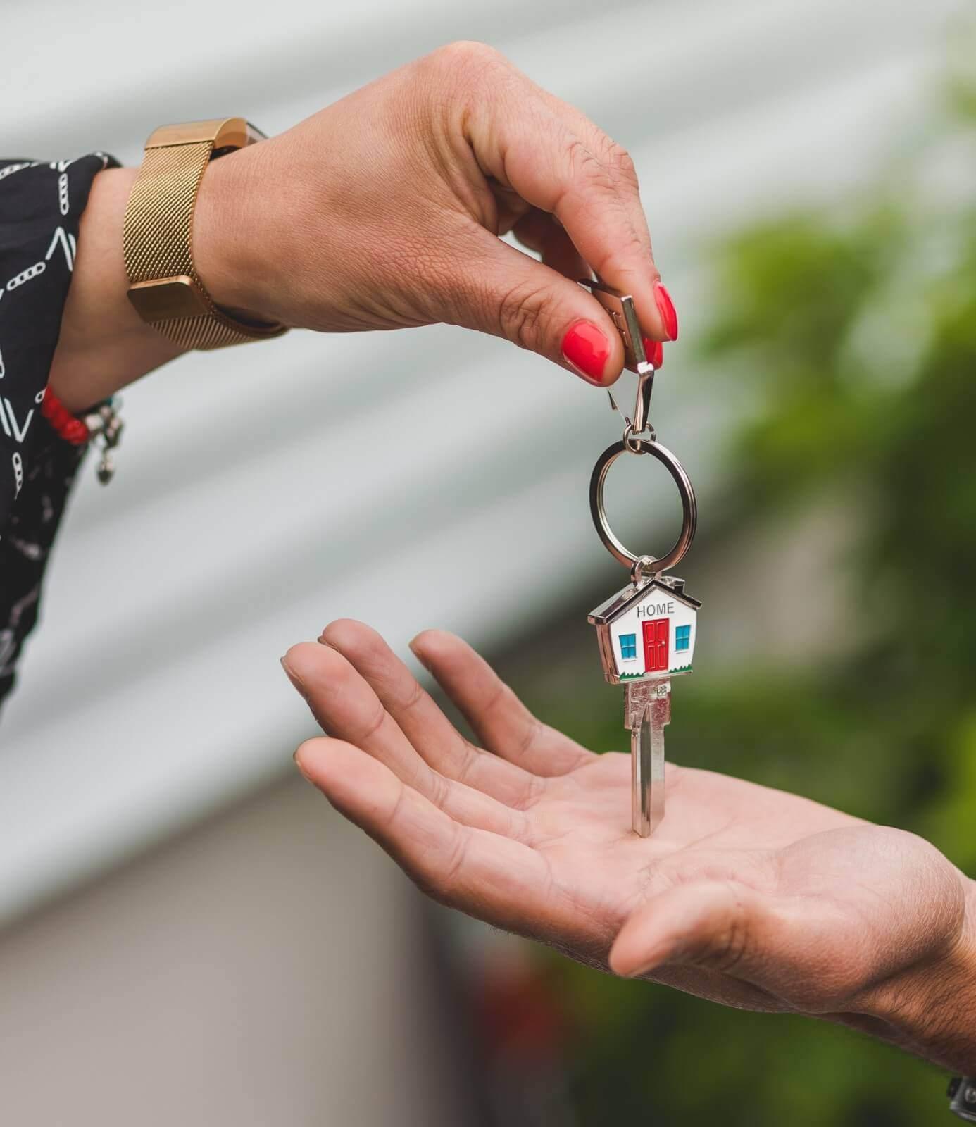"""Продажба и наем на недвижими имоти - Услуга от начало до край - Четвърта стъпка """"Предаване на ключовете от ръка на ръка"""""""